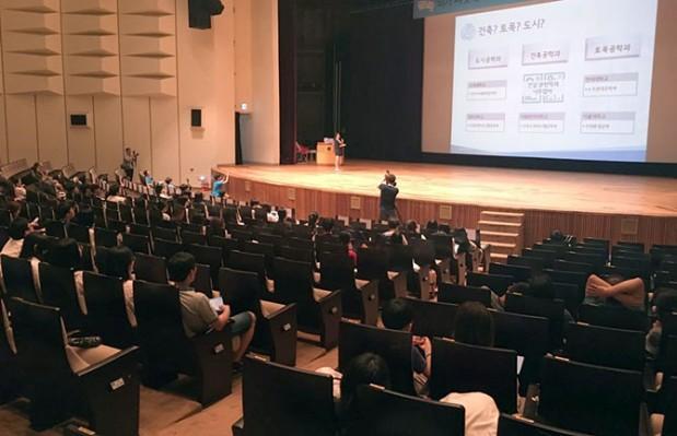 행사 중간에는 한국공학한림원 산하 학생 모임인